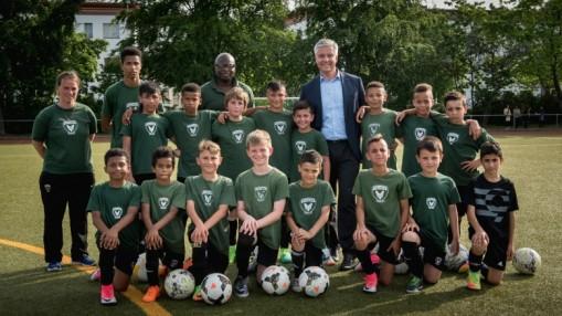 Füchse-Präsident Frank Steffel besucht Fußball-E-Jugend-II der Füchse Berlin Reinickendorf